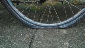 Regen und Wind getrotzt. Doch am Heimweg machte es Puff! Platter Reifen.