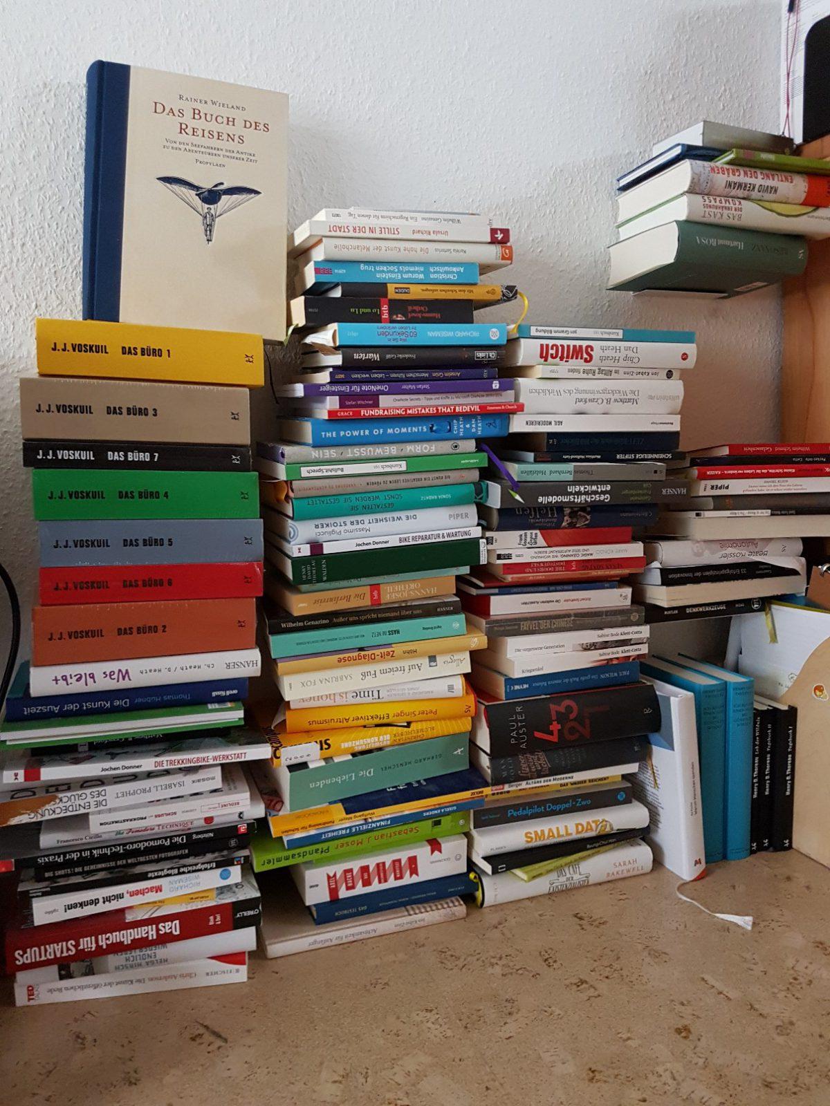 Bücher und ihre Regale
